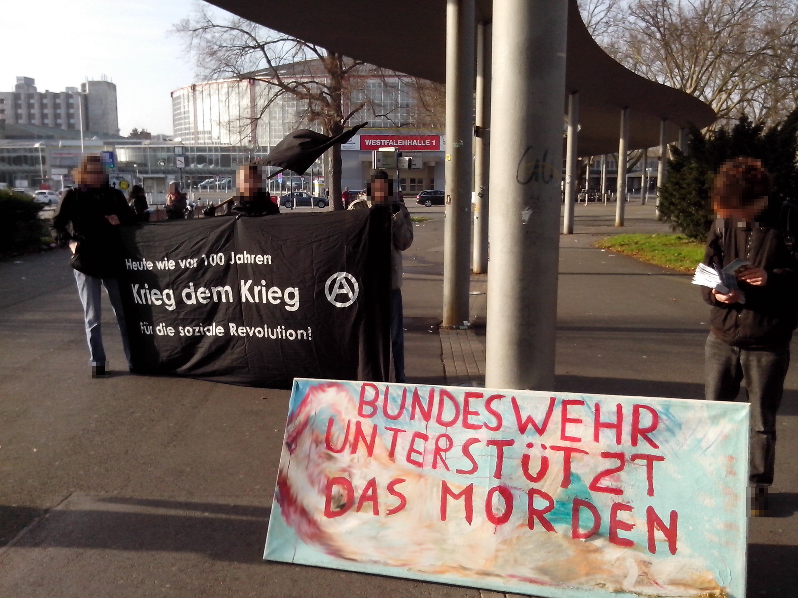Kundgebung mit Banner